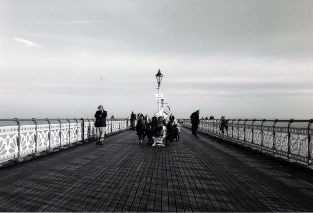 Pier Nikon FM 28mm Ilford FP4 125