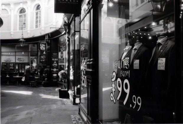 Suit Store Fomapan Classic 100 f2
