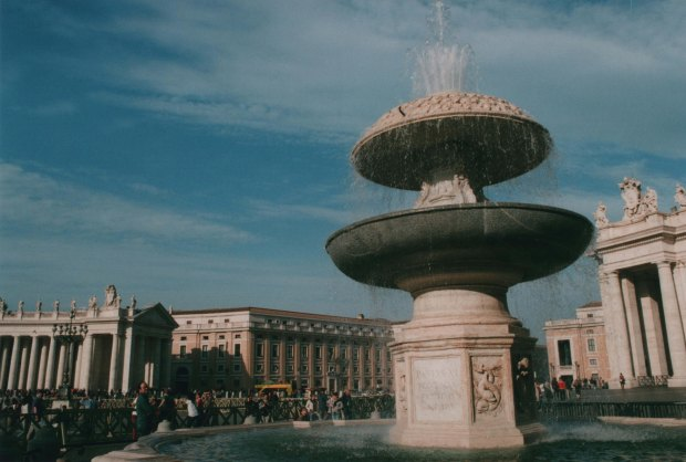 Vatican Fountain 28mm Agfa Vista Plus 200 f22 125th sec