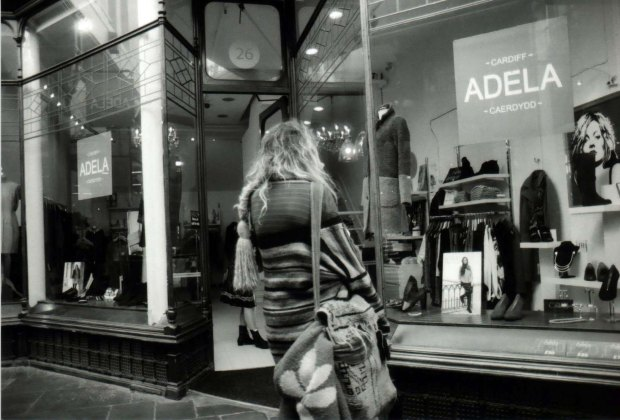 Window Shopping 28mm Fomapan Classic 100 f2