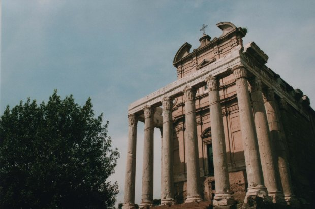 Temple of Antonius and Faustina 28mm Agfa Vista Plus 200 f11 250th sec.jpg