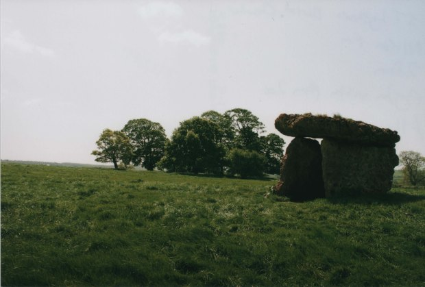 St Lythans Burial Chamber 28mm Agfa Vista Plus 200 f11 250th sec.jpg