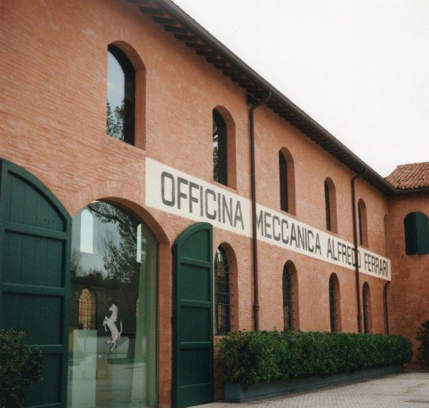 Museo di Enzo Ferrari 2 f5.6 125th sec.jpg.jpg